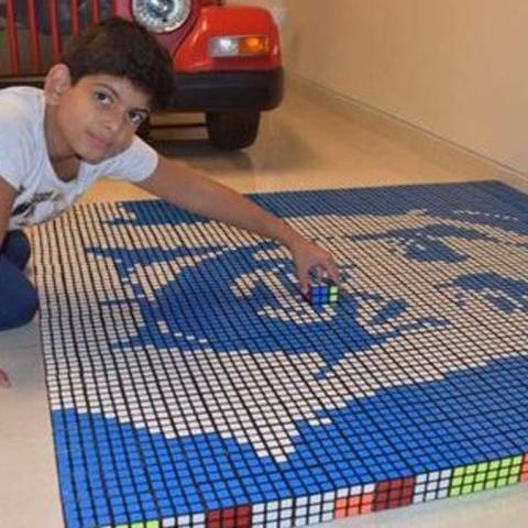 """${rs.image.photo} شغف """"مكعب روبيك"""".. طفل أردني يحتفل بالعيد الوطني للإمارات الـ48 بطريقة خاصة"""