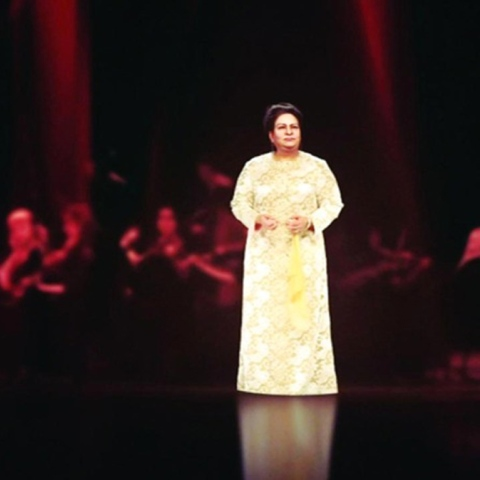 صور: أم كلثوم تغني على مسرح دار الأوبرا في دبي بفضل تقنية الهولوغرام