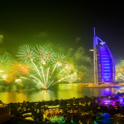 صور: أفضل الأماكن لمشاهدة الألعاب الناريّة في برج خليفة بعيدًا عن الازدحام