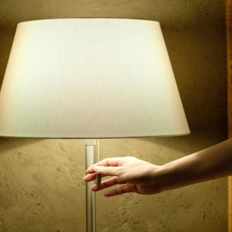 صور: دراسة: النوم في غرفة مضاءة يرتبط بزيادة الوزن!