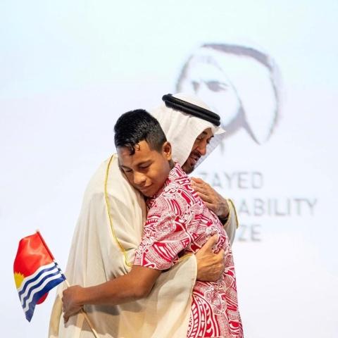 """صور: مرشحون من حول العالم يتنافسون على جائزة """"زايد للاستدامة"""" في أبوظبي"""