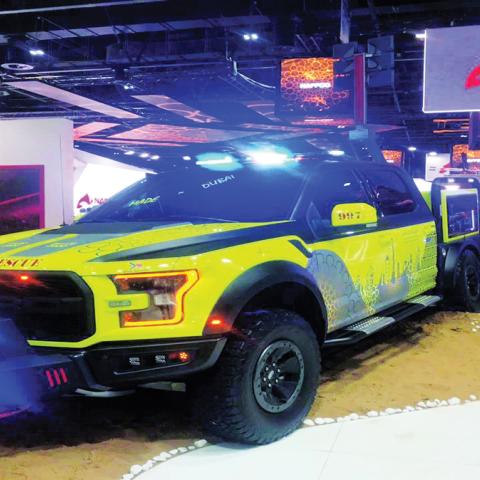 صور: بأيدٍ إماراتيّة فقط.. أول سيارة إطفاء للتدخل السريع في دبي