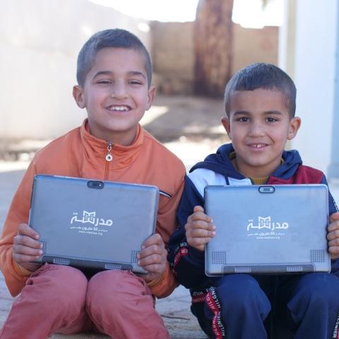 """صور: مبادرة مدرسة في 1000 قرية من منصة """"مدرسة"""" الإماراتية تتيح محتواها دون الحاجة إلى الإنترنت"""