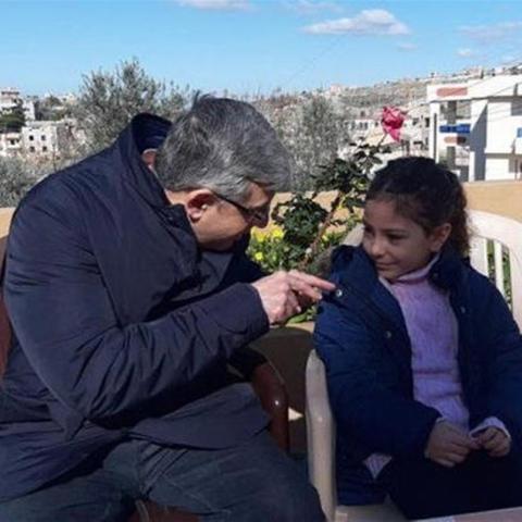 صور: طفلة لبنانيّة تُطالب بتمديد الإجازة الأسبوعيّة لثلاثة أيام