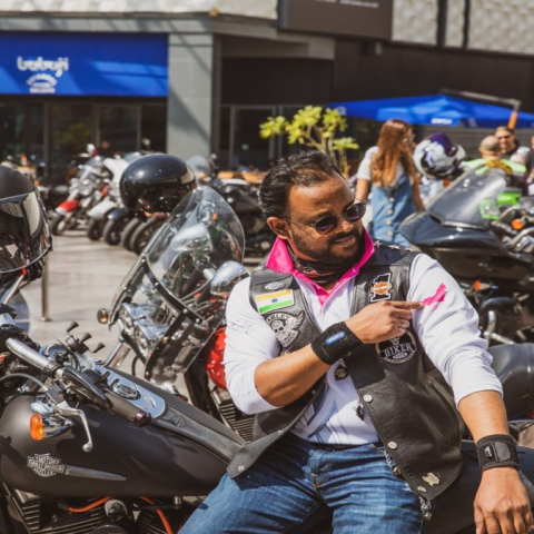 صور: دراجات عبر الإمارات للتوعية بسرطان الثدي لدى الذكور