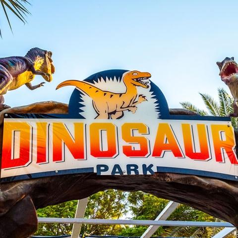 صور: حديقة الديناصورات في دبي