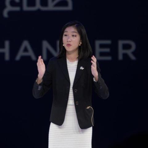 ${rs.image.photo} مقابلة مع أصغر رئيس تنفيذي في العالم بعمر الـ15 عاماً خلال فعاليات منتدى المرأة العالمي بدبي
