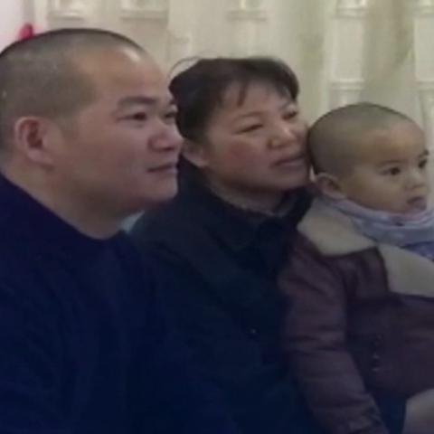 صور: تشين تشينغبو.. يصنع الأمل وينقذ أرواح المصابين بعد تعافيه من كورونا