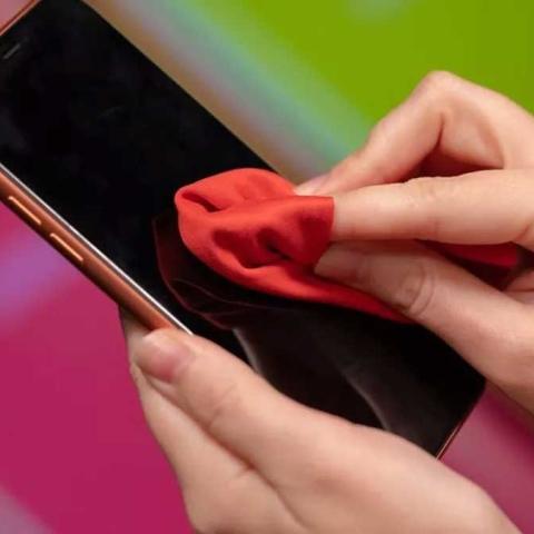 صور: نصائح أساسية لتعقيم هاتفك من كورونا