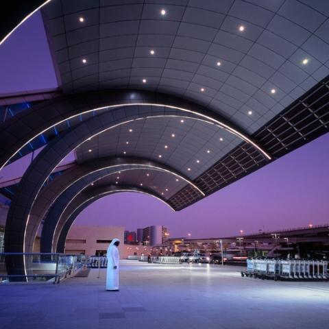 صور: تقنيات متقدمة في مطار دبي للكشف عن فيروس كورونا