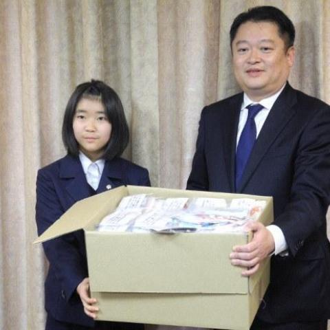 صور: فتاة يابانية بعمر الـ13 تصنع600 كمامة لمساعدة كبار السن في حيّها