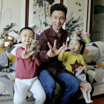 صور: يوميات عائلة صينية في الحجر المنزلي وتحية خاصة لأهل الإمارات