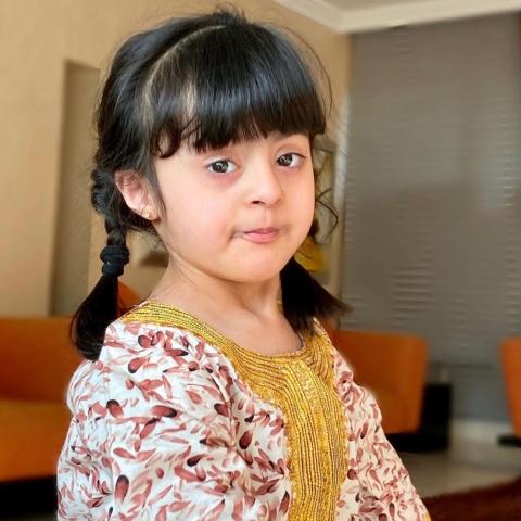 صور: الطفلة سلامة الهاشي من أصحاب الهمم: خلك في البيت