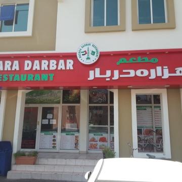 صور: مطاعم شهباز تقدم وجبات مجانية للمتضررين في الإمارات