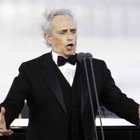 صور: الأسطورة خوسيه كاريراس يغني من شرفته