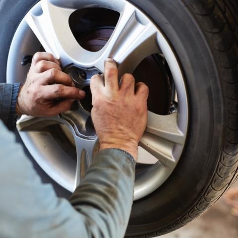 صور: كيف تحافظ على إطارات سيارتك