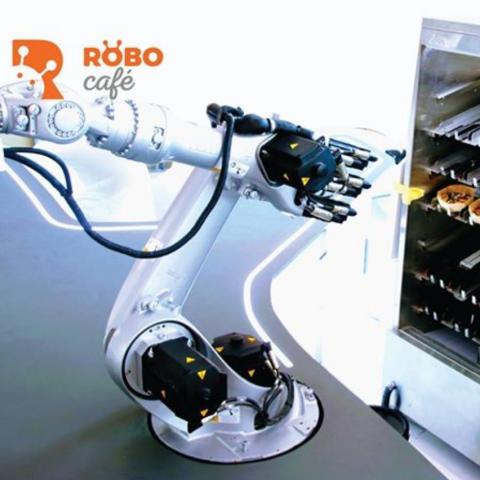 صور: روبوكافيه.. بصمة الروبوتات على قهوتك