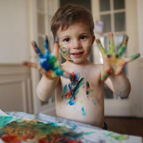 صور: تنويع أدوات الرسم ينمي الحس الإبداعي للطفل