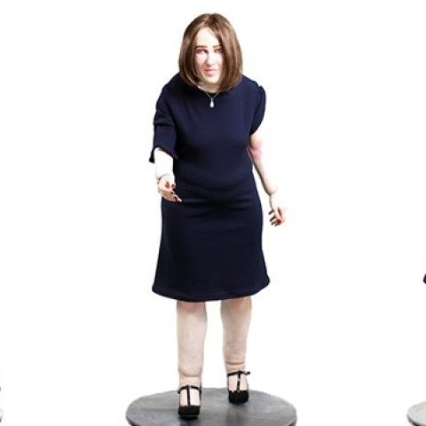 """صور: كيف سيبدو شكلك بعد 20 عاماً من العمل المكتبي بحسب """"الدمية إيما"""""""