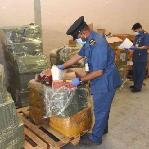 صور: إعادة تدوير البضائع المقلدة في دبي