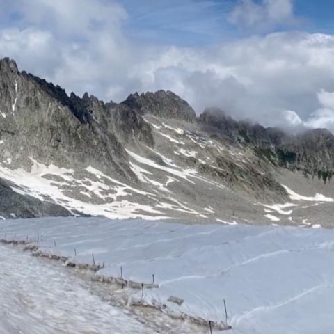 صور: قماش أبيض لحماية نهر جليدي من الذوبان