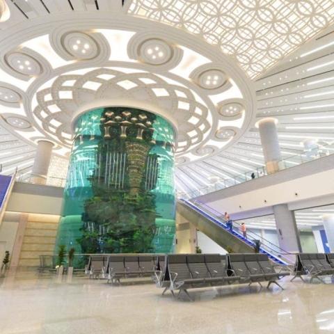 صور: جدة تحتضن أكبر حوض أسماك بمطارها الجديد