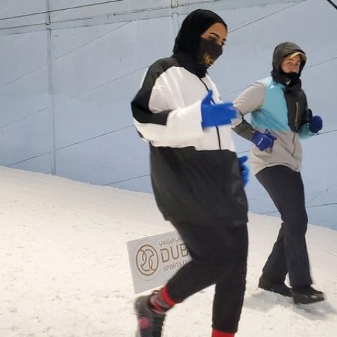 صور: سباق الثلج في ذروة الصيف بدبي ضمن أسبوع دبي للرياضات الثلجية