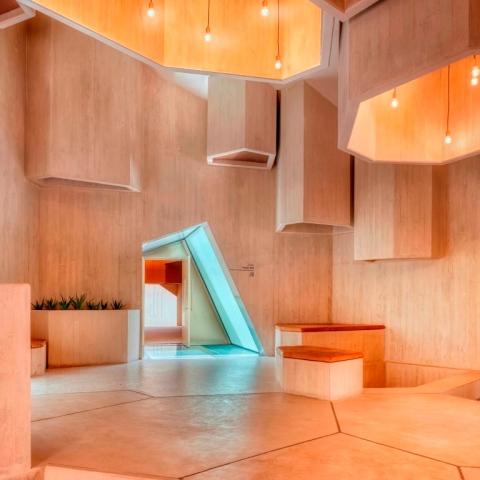 صور: مصلى الحصن في أبوظبي يحصل على جائزة عالمية في الهندسة المعمارية
