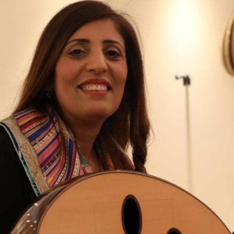 صور: فادية خلف الله: أول خريجة من قسم الأصوات والغناء في بيت العود العربي بأبوظبي