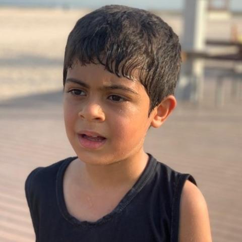 صور: في دبي: طفل من أصحاب الهمم يقطع مسافة 100 كيلومتراً برياضة الجري