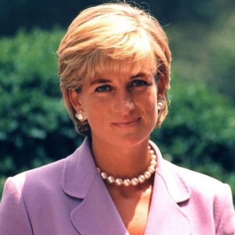 صور: في ذكرى رحيل الأميرة ديانا هذه أبرز المعالم التي أقيمت تخليداً لأميرة القلوب