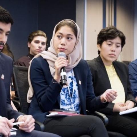 """${rs.image.photo} منبر للشباب الإماراتي في """"برنامج الإمارات للمندوبين الشباب لدى الأمم المتحدة"""""""