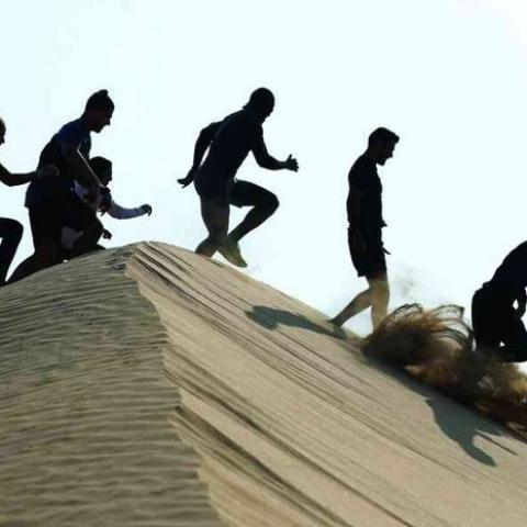 """صور: """"سباق المرموم للجري"""" تجربة ممتعة على رمال محمية المرموم الصحراوية في دبي"""