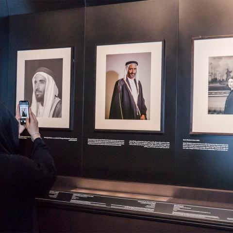 """صور: """"صور في حوار"""" يستعرض تاريخ العلاقات الإماراتية البريطانية في متحف الاتحاد"""