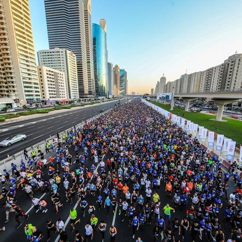 """صور: دبي تتحول إلى أكبر ميدان للجري خلال فعالية """"تحدي دبي للجري 2020"""""""