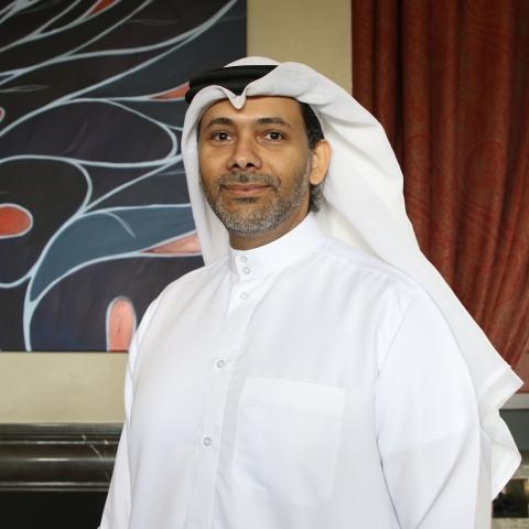 """صور: """"لدي الكثير لأقوله لكم"""" معرض وجوه نسائية للفنان التشكيلي الإماراتي راشد الملا في دبي"""
