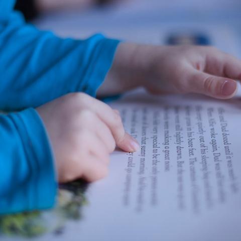 ${rs.image.photo} لماذا يجب أن نقلع عن القراءة الصامتة؟ هذه فوائد القراءة بصوت مرتفع