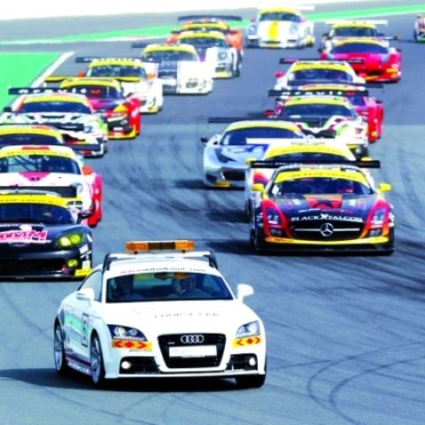 صور: جولة ترفيهية في دبي أوتودروم حيث متعة القيادة الآمنة