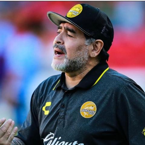 صور: رحيل الأسطورة دييغو مارادونا بعد مسيرة حافلة بالإنجازات وإثارة الجدل