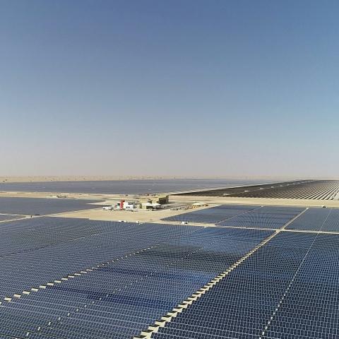 """${rs.image.photo} """"مجمع محمد بن راشد للطاقة الشمسية"""" يوفر طاقة نظيفة لأكثر من 240 ألف مسكن بدبي"""