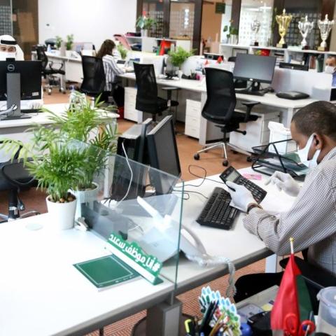 صور: ما هي أبرز السلوكيات المزعجة للزملاء في المكاتب المفتوحة والمساحات المشتركة؟