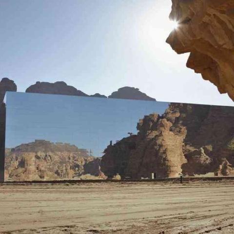 """صور: قاعة """"مرايا"""".. أكبر مبنى عاكس بالعالم يستضيف القمة الخليجية الـ41"""