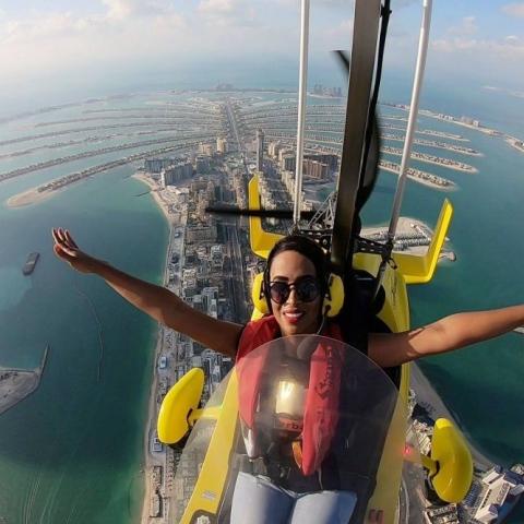 """صور: """"سكاي دايف دبي"""" وجولات جايروكوبتر لرؤية دبي من السحاب!"""
