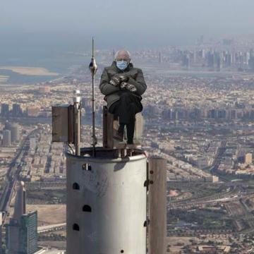 """صور: قفازات """"بيرني ساندرز"""" تصل إلى دبي!"""