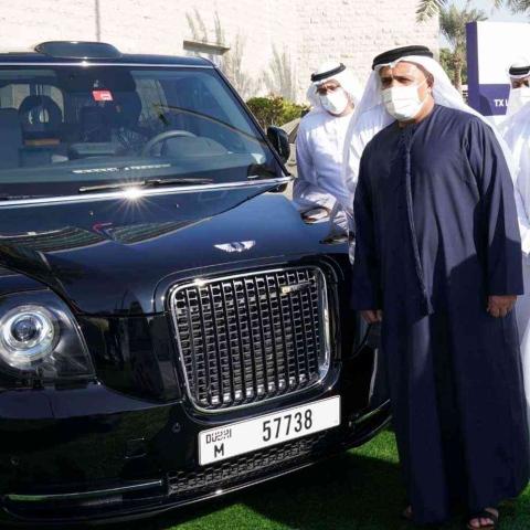 صور: جولة من داخل تاكسي لندن في دبي