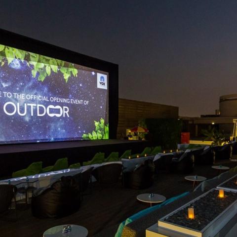 ${rs.image.photo} السينما المفتوحة على سطح غاليريا مول بدبي