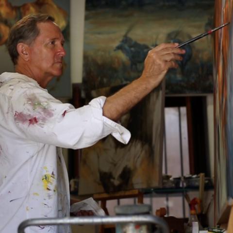 صور: مايك أرنولد، ترك الهندسة وامتهن الرسم بعد الستين من عمره