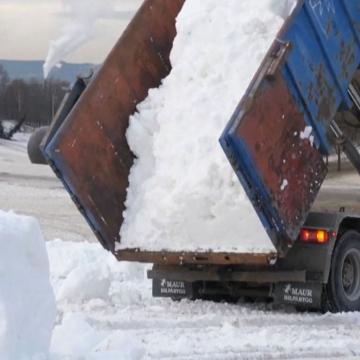 صور: ثلوجٌ إلى باب المنزل.. أوسلو تجلب الثلوج لمواطنيها من عشاق التزلج!