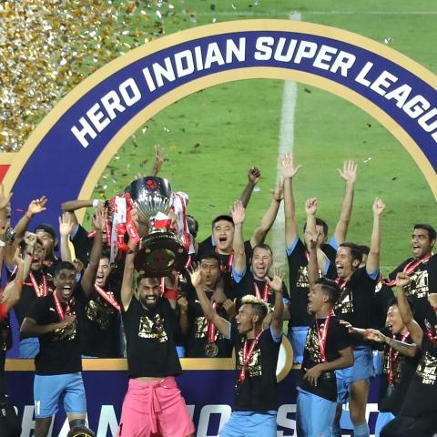 صور: مومباي سيتي يُتوج بطلاً للدوري الهندي ويضيف إنجازاً جديداً لمجموعة سيتي الإماراتية