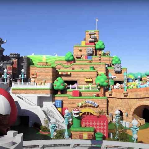 """صور: عالم """"سوبر ماريو"""" الملوّن يتحول إلى واقع.. مع افتتاح أول مدينة ملاهٍ لشركة ألعاب """"نينتندو"""" في اليابان!"""